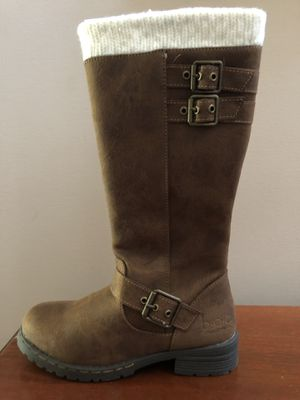 Girls size 4 boots...NEW for Sale in Monroe, NC