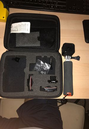 Go pro 5 hero session with case , 2 helmet mounts, 1 handle mount for Sale in Chicago, IL