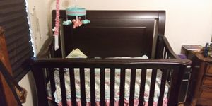 Baby crib 2 in 1. (pick up only) best offer for Sale in Philadelphia, PA