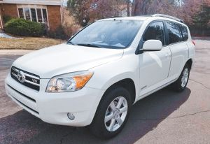 Key starter 2006 TOYOTA RAV4 Backup camera for Sale in St. Louis, MO