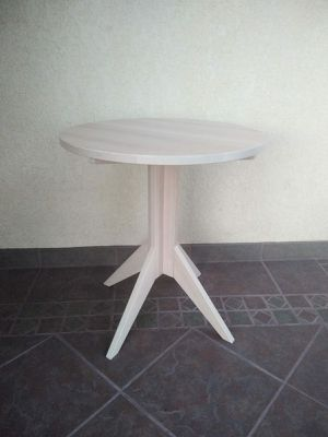 """Small Wooden Table 24""""H x 21 1/2"""" W for Sale in Gardena, CA"""