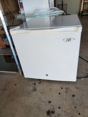 SPT Mini Refridgerator for Sale in Huntington Beach, CA