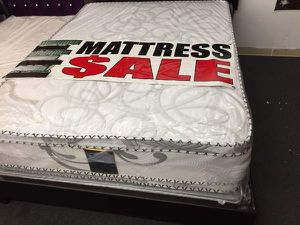 Queen mattress with boxspring for Sale in Gardena, CA