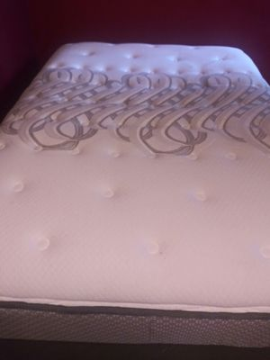 Queen bed for Sale in Portland, OR