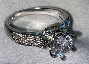 ONLY SIZES 6 AND 7 AVAILABLE. Ring Lab Simulated 2.0 Carat. New. Size: 6 and 7 available. STERLING SILVER. NO TRADES CASH ONLY. DELIVERY: $10-20 EXTR for Sale in Cleveland, OH