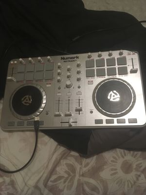 NUMARK Mixtrack II 50$ obo used twice my computers fried at the moment so I can't use them selling to help towards getting a new pc. for Sale in Norfolk, VA