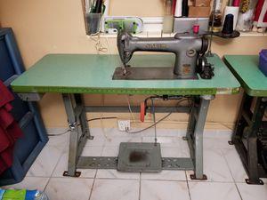 Singer sewing machine for Sale in Hialeah, FL