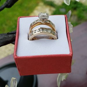 ❤❤ WEDDING RING W/ ENGAGEMENT BAND. 10K SIZE 5. . 5.6GRS 1/.03 IW/.03TW/RND/DIA 34/.02IW/.68TW/RND/DIA❤❤ for Sale in Everett, WA