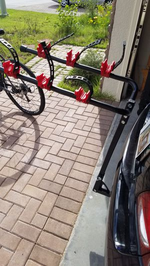 3 Bike rack 1 1/4 or 2 hitch for Sale in Clermont, FL