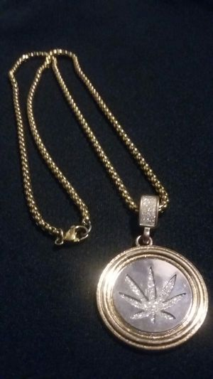 GOLD PLATED CHAIN WITH MOTA PENDANT for Sale in Phoenix, AZ