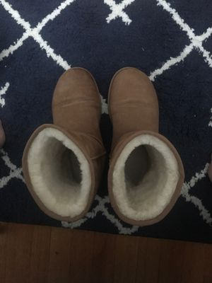 MENS UGGS SIZE 10 (women's 8) for Sale in Somerville, MA
