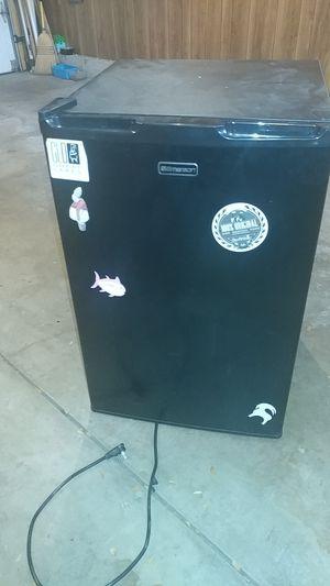 Mini fridgeworks perfect$35 for Sale in Hoffman Estates, IL