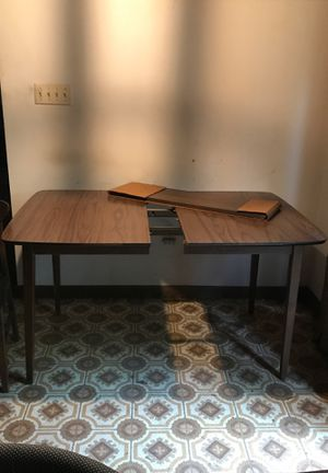 Retro table with extra leaf (chairs in separate posts) for Sale in Brinklow, MD
