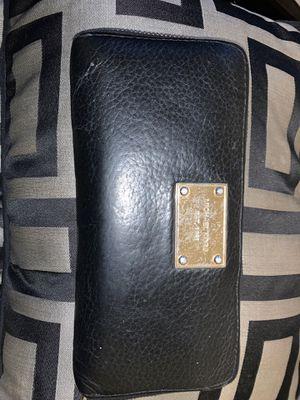 Used Michael Kors wallet for Sale in Germantown, MD