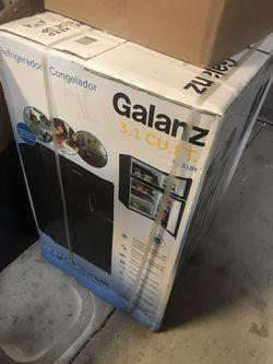 Galanz 3.1 mini fridge for Sale in Irmo,  SC