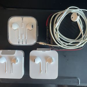 Apple EarPods (Lightening And 3.5mm) for Sale in Everett, MA