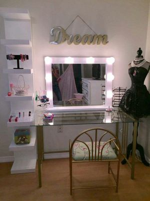 White makeup vanity mirror for Sale in Tampa, FL