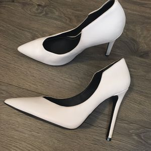 Kendall and Kylie White Minimal Heels Leather Black Women Size 7.5 for Sale in Seattle, WA