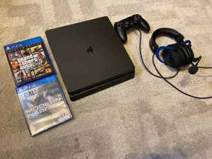 Ps4 - 1tb with games and headset/remote for Sale in Daly City, CA