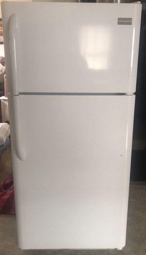 Like new! 18-cubit top-freezer Frigidaire Refrigerator $450 obo for Sale in Ishpeming, MI