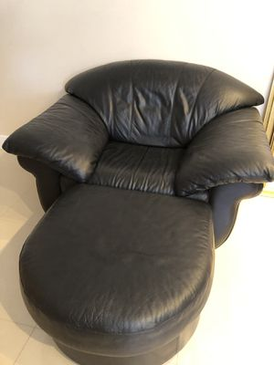 Leather chair and ottoman for Sale in Miami, FL