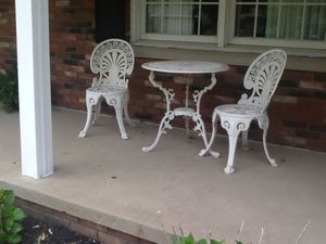 Outdoor furniture two chairs and table for Sale in Cleveland, OH