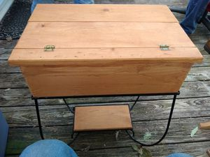 Very nice table with storage under top lid for Sale in Granite Falls, NC