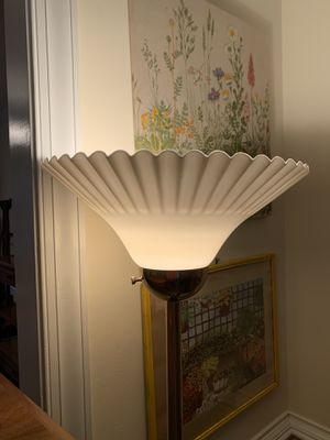 Vintage Flower top lamp for Sale in Cary, NC