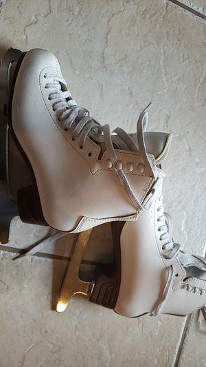 Girls size 4 1/2 ice skates for Sale in Coral Springs, FL