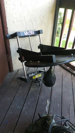 Speed Bag.- adjustable speed bag platform -wall mount w/bag for Sale in Royal Palm Beach, FL