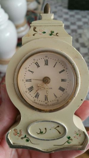 Old wind up alarm clock for Sale in Greer, SC