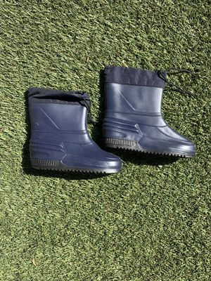 Kids snow boots size 4 for Sale in Upland, CA