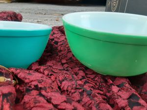 Vintage pyrex bowls set of two flawless for Sale in St. Petersburg, FL
