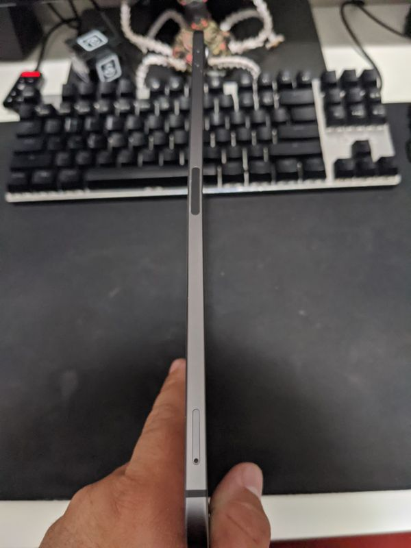 iPad Pro 3rd Gen 11 inches WiFi+LTE broken screen