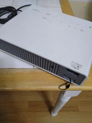 CASIO data projector XJ- M240 excilent condition like brand new for Sale in Simpsonville, SC