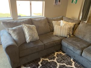 Sectional sofa for Sale in Moreno Valley, CA