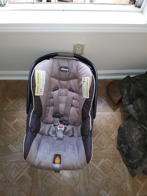 Chicco carseat for Sale in Lawrenceville, GA