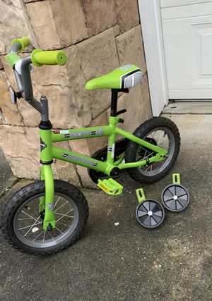 Kids bike w/training wheels for Sale in Lynnwood, WA