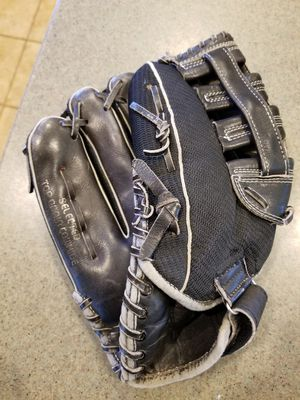 "12"" regent left lefty baseball softball glove broken in for Sale in Norwalk, CA"