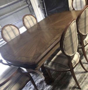 BEAUTIFUL 7 PIECES DINING ROOM SET TABLE WITH 6 CHAIRS ALL EXCELLENT CONDITION for Sale in Fort Myers, FL