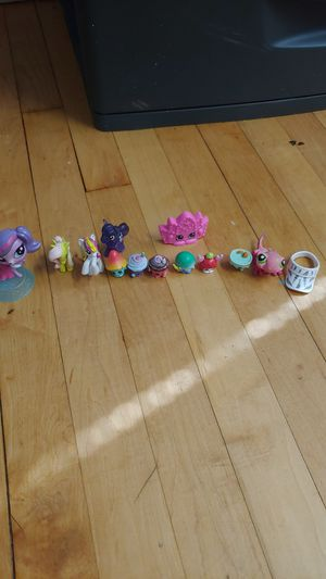 Toy goodies, 2 lps, 6 shopkins, 3 my little pony, 1 big shopkin for Sale in Chicago, IL