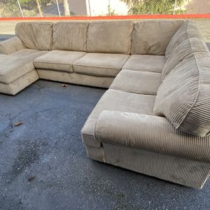 Cozy Sectional With Chaise for Sale in Kirkland, WA
