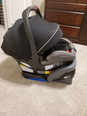 Graco Infant car seat with 2 bases for Sale in Saginaw, TX