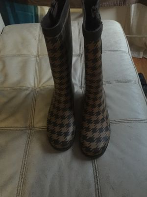Like new women's rain boots brown size 8 for Sale in Portland, OR