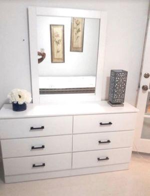 New Dresser.mirror. Queen platform bed frame. Delivery for Sale in Boca Raton, FL