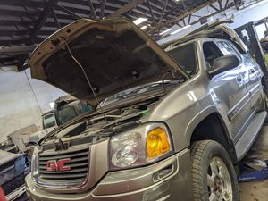 2004 GMC Envoy Part out for Sale in Mundelein, IL