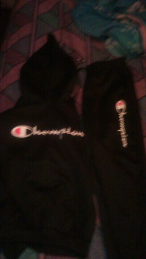 Champion hoody sweat suit size XL (black) for Sale in Fresno, CA