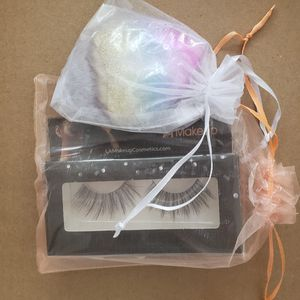 makeup brush and eyelashes for Sale in Los Angeles, CA