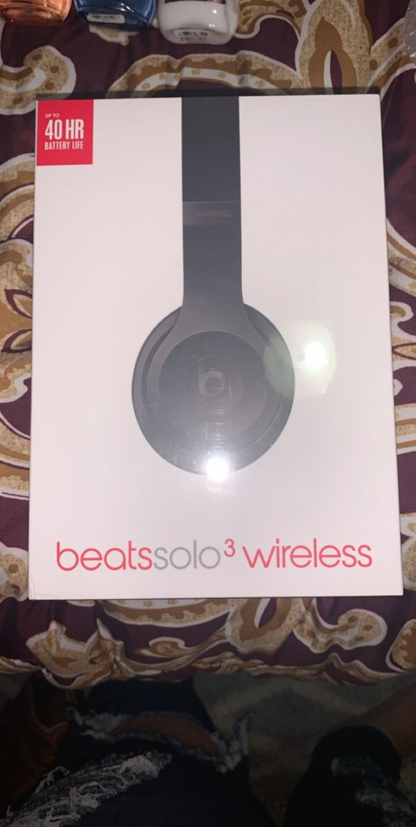 BRAND NEW NEVER USED SEALED IN BOX Beats Solo 3 Wireless
