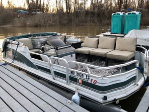 2000 sun tracker for Sale in St. Louis, MO